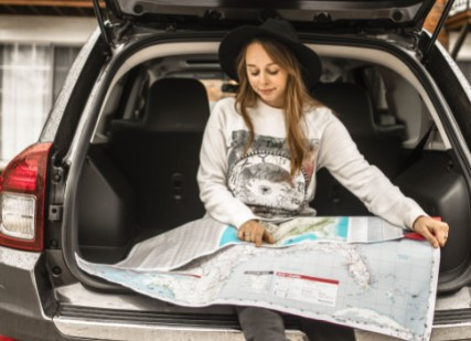 woman-using-map-on-gray-car-compartment-1051078 - TSAuto